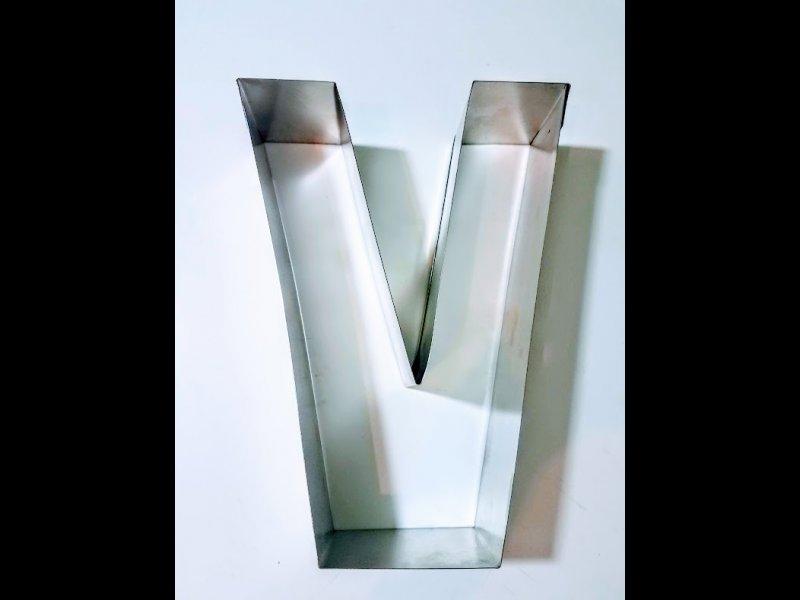 Aro de hojalata letra V